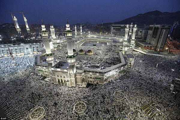 Millions praying at the Masjid al Haram in Mekkah for Hajj by AP