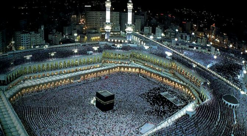 Evening prayer at the Grand Mosque in Mecca during Hajj. Credit: Wikipedia commons